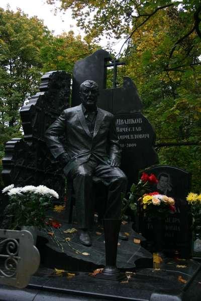 Надгробие япончика Мраморные розы Деловой центр (МЦК)